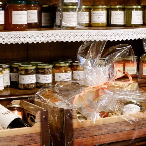 osteria-storica-morelli-dispensa- prodotti-locali